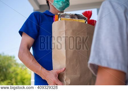 The Shipper Wears A Mask, Delivery Food To The Home Of The Online Buyer. Stay At Home Reduce The Spr