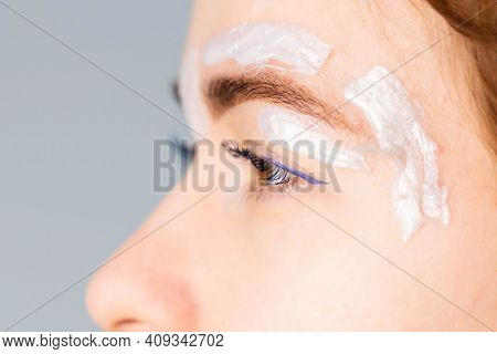 Brow Master Applying Hot Wax For Brows Epilation, Lamination And Waxing. Professional Care For Face