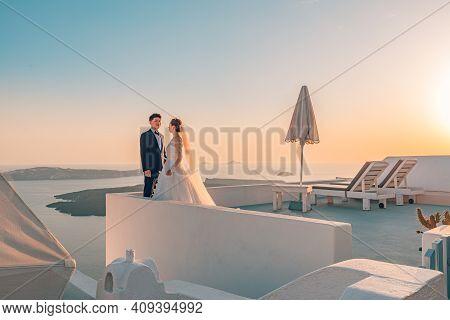 October.05.2019 - Sanorini, Greece: Young Couple Honeymoon On The Most Romantic Island Santorini, Gr