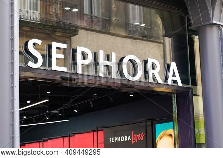 Bordeaux , Aquitaine France - 02 20 2021 : Sephora Logo Brand And Text Sign Front Of Shop French Fas