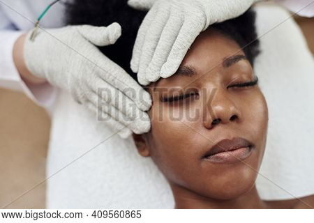 Face Rejuvenation With The Help Of Microcurrent Therapy. Lymphatic Drainage Massage. Micro Sensory E