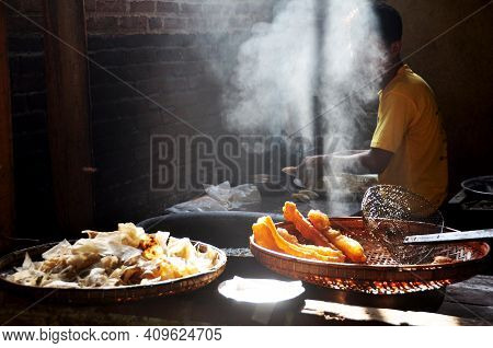 Burmese Vendor Sale Cooking Deep Fried Dough Stick For Burma People And Foreign Travelers Buy Eat In