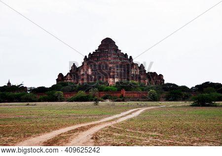 Dhammayangyi Paya Or Dhammayan Temple Pagoda Chedi Burma Style For Burmese People And Foreign Travel