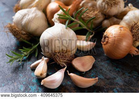 Old organic varitey of garlic, healthy food ingredient