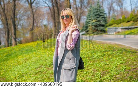 Stylish Woman Walking On The City Street At Spring. Casual Fashion, Elegant Look. Plus Size Model. H