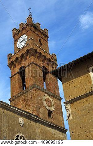 Pienza (si), Italy - June 01, 2016: Clock Tower, Pienza, Val D´orcia, Siena, Tuscany, Italy