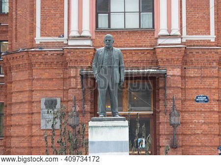 Russia, Saint Petersburg, 10.04.2019 Monument To V. I. Lenin In Russia