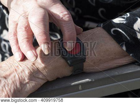 Medical Alert Bracelet With Emergency Button