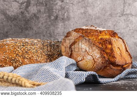 Freshly Baked Whole Wheat Bread, Still Alive With Bread, Crunchy Bread, Country Bread, Plain Bread.