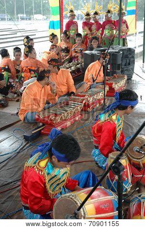 Dancer member and musical crew