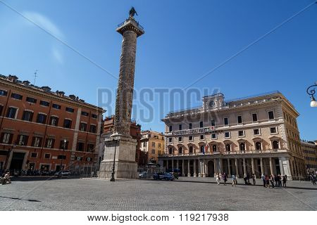 Piazza Colonna View