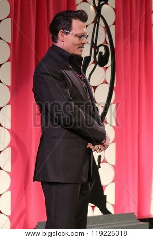 LOS ANGELES - FEB 20:  Johnny Depp at the Make-Up Artists And Hair Stylists Guild Awards at the Paramount Studios on February 20, 2016 in Los Angeles, CA