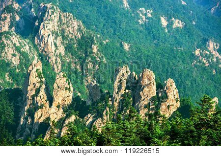 Seoraksan National Park, The Best Of Mountain In South Korea.