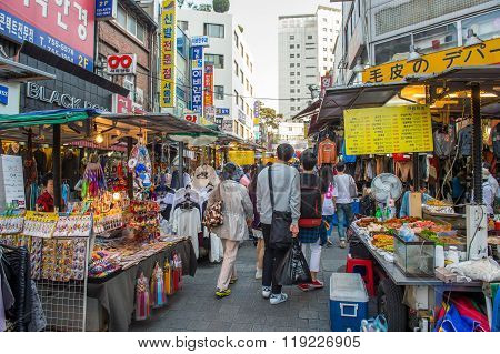 Namdaemun Market in Seoul is the oldest and largest market in South Korea.