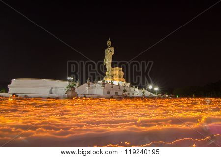 light waving rite around the big buddha statue with long time of shutter speed
