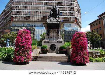 Ferdinand and Isabella monument, Granada.