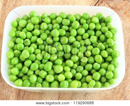 Cooked peas in a box