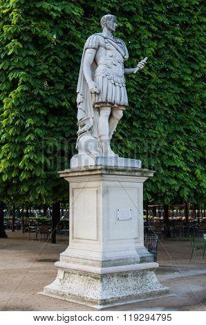 Paris Statues