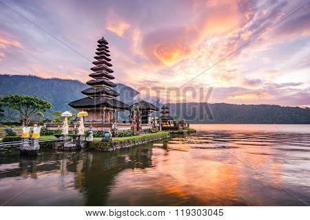 Pura Ulun Danu Bratan At Bali, Indonesia