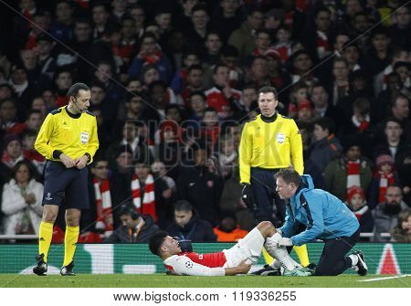 LONDON, ENGLAND - FEBRUARY 23: Alex Oxlade-Chamberlain of Arsenal receives treatment during the Champions League match between Arsenal and Barcelona at The Emirates Stadium