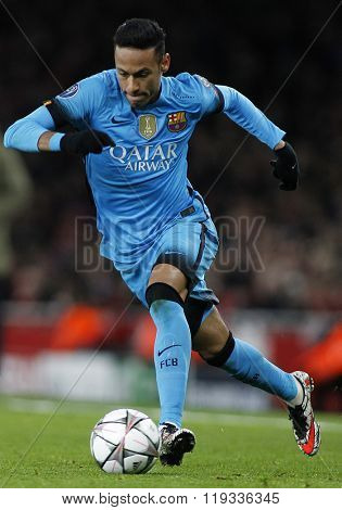 LONDON, ENGLAND - FEBRUARY 23: Neymar of Barcelona during the Champions League match between Arsenal and Barcelona at The Emirates Stadium