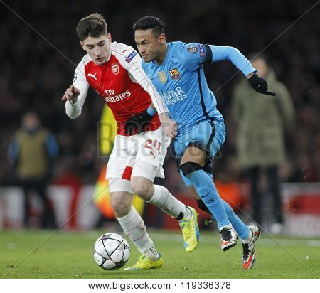 LONDON, ENGLAND - FEBRUARY 23: Hector Bellerin of Arsenal and Neymar of Barcelona compete for the ball during the Champions League match between Arsenal and Barcelona at The Emirates Stadium
