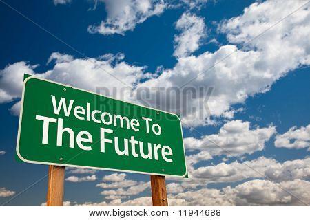 Bem-vindo ao sinal de futuro verde estrada com quarto de cópia sobre a dramática nuvens e céu.