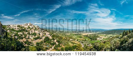 Scenic view of ancient hilltop village of Gordes in Provence, Fr