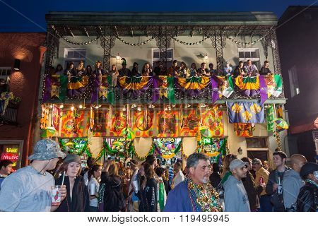 New Orleans, La/usa - Circa March 2011: People Throwing Beads And Watching Celebration From Balconie