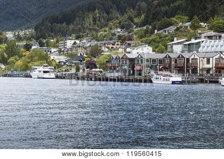 Queenstown, Nz - Jan 12:queenstown And Lake Wakatipu On Jan 15 2014.