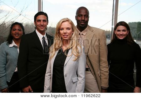 Business-Team in einem Büro bereit für den Arbeitstag