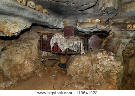 Skulls And Coffins In Cave. Londa Is Burial Site In Tana Toraja, South Sulawesi, Indonesia