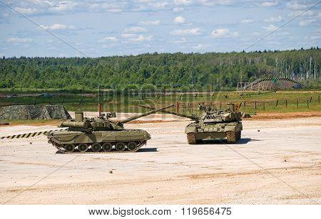 T-80 tanks crossed guns