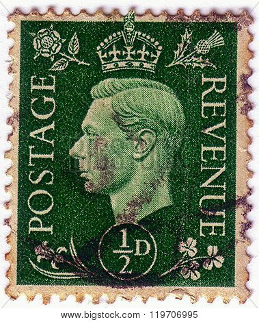 United Kingdom - Circa 1950 To 1952: An English One And A Half Pence Green Used Postage Stamp Showin