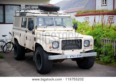 Land Rover Defender in Iceland