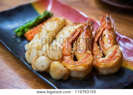 Grilled Seafood Set With Shrimp, Squid, Scallop