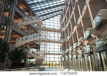 Modern open floor shopping mall concept