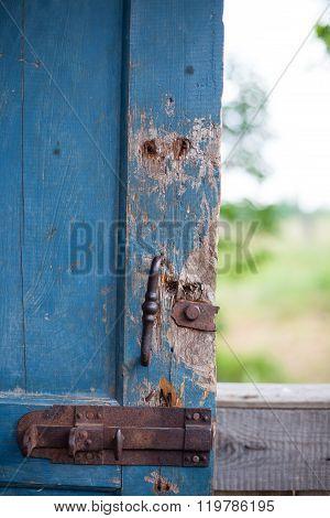 With a broken door latch