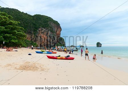 Tourists Relaxing On Popular Railay Pranang Beach