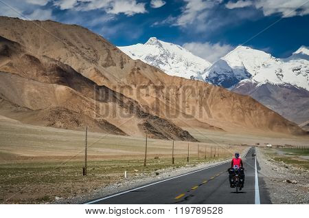 Cycling Karakorum Highway