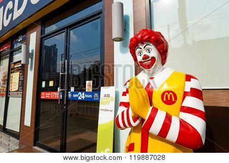 PATTAYA, THAILAND - FEBRUARY 19, 2016: Ronald McDonald character near entryway to McDonald's restaurant. Ronald McDonald is a clown character used as the primary mascot of the McDonald's restaurants.