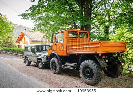 Unimog And Mercedes-benz G Class Suv