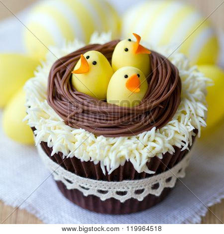 Cupcakes decorated with fondant Easter chicks
