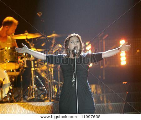 ATLANTIC CITY, NJ - OCTOBER 10: Singer Kelly Clarkson gestures as she performs at the Trump Taj Mahal on October 10, 2009 in Atlantic City, NJ.
