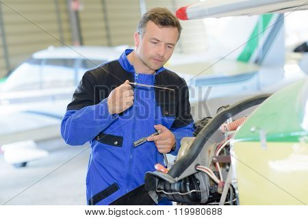fixing an aiplane