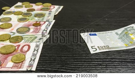A banknote in the face of five euros on the table.