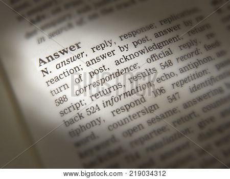 Cleckheaton, West Yorkshire, Uk: Thesaurus Page Showing Definition Of Word Answer, 30th March 2005,