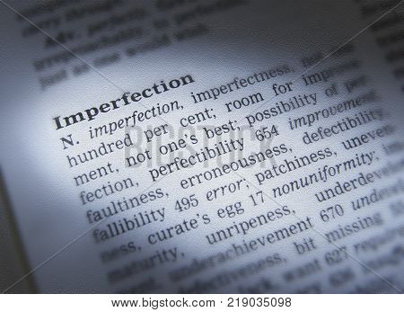 CLECKHEATON, WEST YORKSHIRE, UK: THESAURUS PAGE SHOWING DEFINITION OF WORD IMPERFECTION, 30TH MARCH 2005, CLECKHEATON, WEST YORKSHIRE, UK