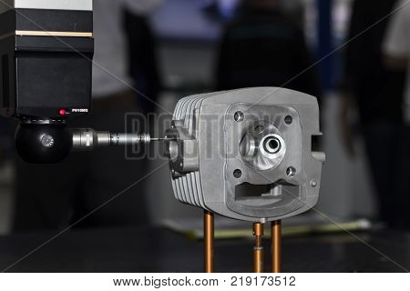 Auto measuring machine CMM Measuring dimension of precision part auto probe touching