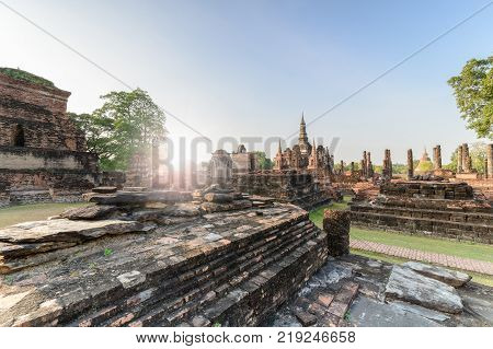 Phra Buddha Chinnarat Is The Most Beautiful